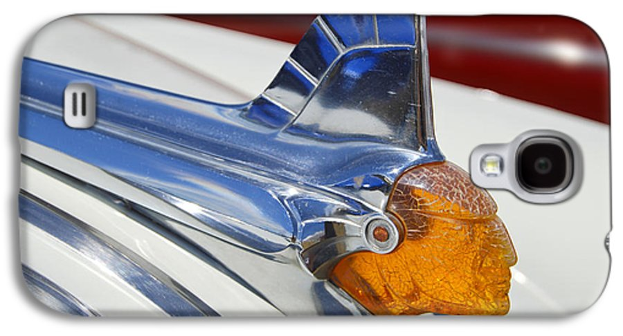 Pontiac Galaxy S4 Case featuring the photograph Pontiac Hood Ornament by Larry Keahey