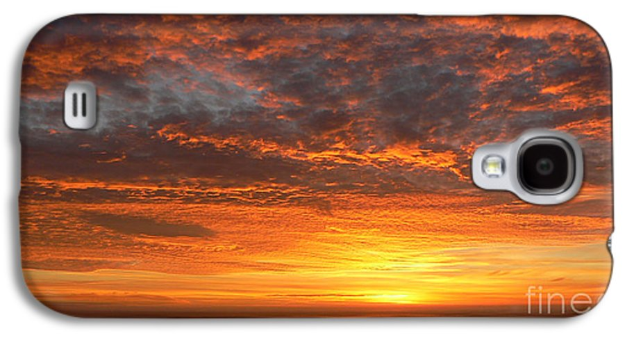 Northwest Galaxy S4 Case featuring the photograph Red Skies At Night by Larry Keahey