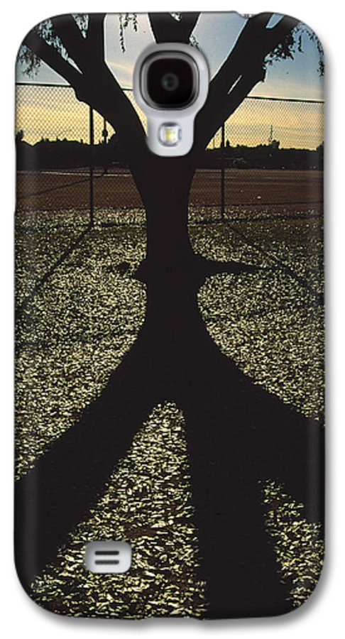 Tree Galaxy S4 Case featuring the photograph Reflections In A Park by Randy Oberg