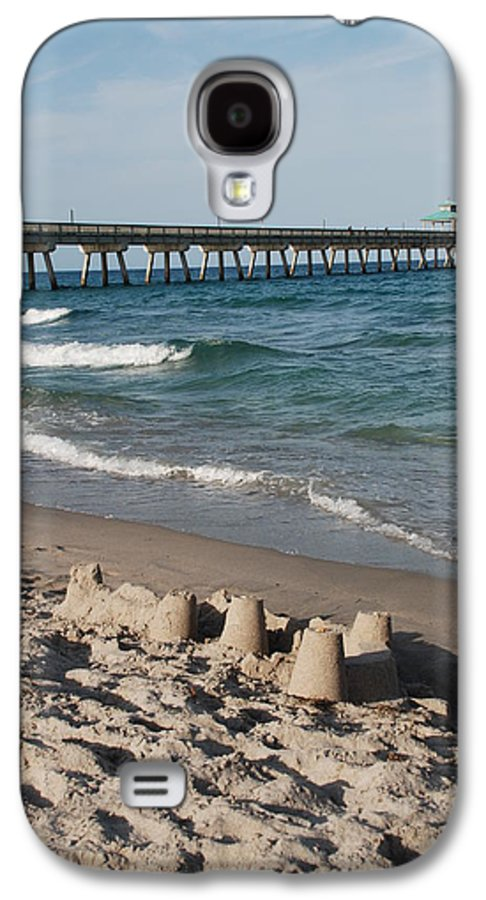 Sea Scape Galaxy S4 Case featuring the photograph Sand Castles And Piers by Rob Hans
