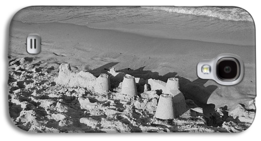 Sea Scape Galaxy S4 Case featuring the photograph Sand Castles By The Shore by Rob Hans