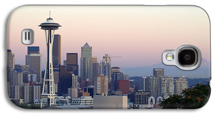 Mountain Galaxy S4 Case featuring the photograph Seattle by Larry Keahey