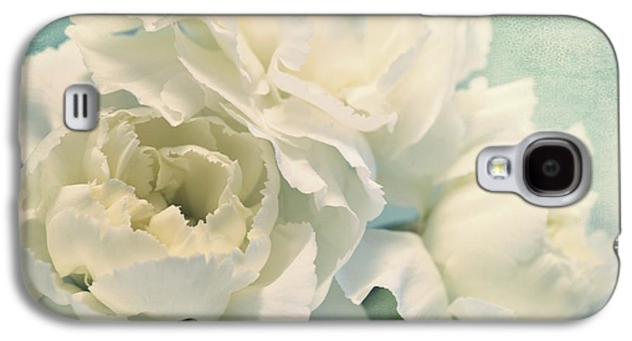 Carnation Galaxy S4 Case featuring the photograph Tenderly by Priska Wettstein