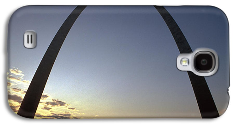 Landmark Galaxy S4 Case featuring the photograph The St. Louis Arch by Carl Purcell
