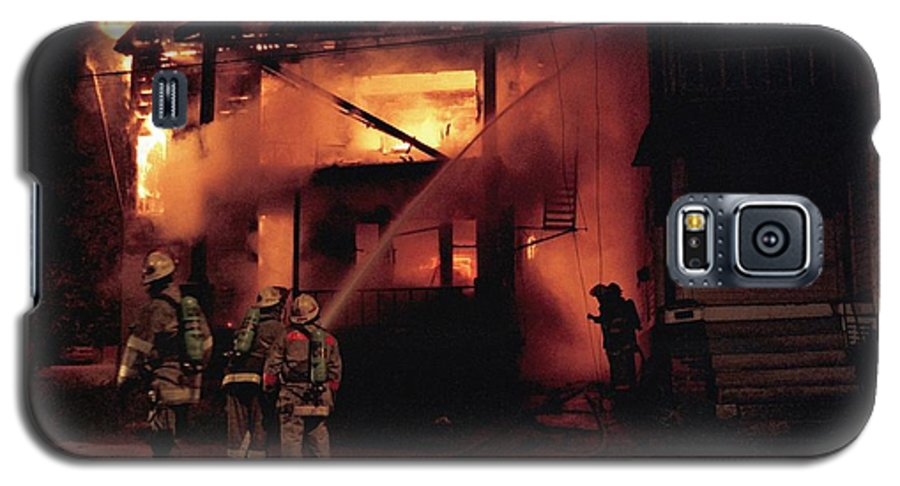 Fire Galaxy S5 Case featuring the photograph 071506-4 Cleveland Firefighters On The Job by Mike Davis