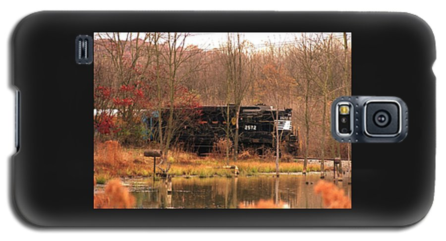 Train Galaxy S5 Case featuring the photograph 080706-57 by Mike Davis