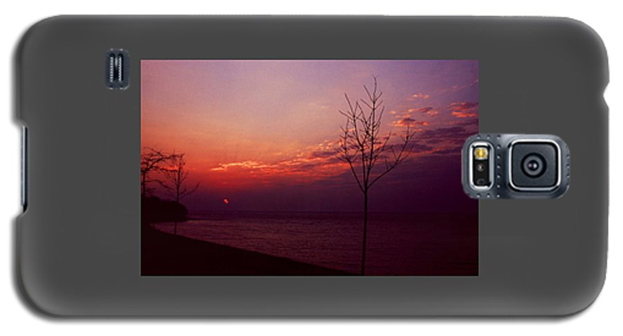 Sunset Galaxy S5 Case featuring the photograph 112601-20 by Mike Davis