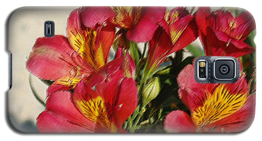 Alstroemeria Galaxy S5 Case featuring the photograph Alstroemeria In Pastel by Suzanne Gaff