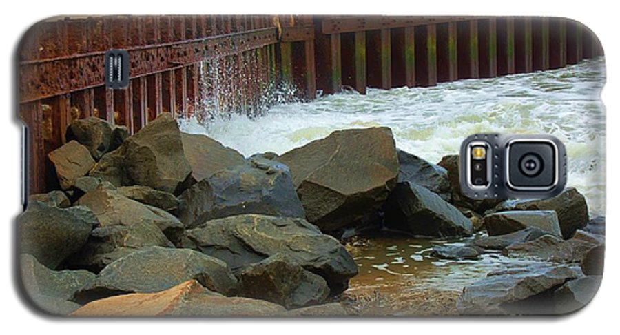 Water Galaxy S5 Case featuring the photograph Coast Of Carolina by Debbi Granruth