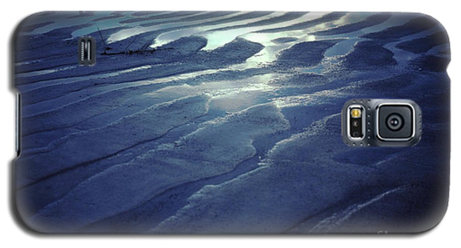 Koh Phangan Galaxy S5 Case featuring the photograph Koh Phang-an Sand And Sea Serenity - Thailand by Anna Lisa Yoder