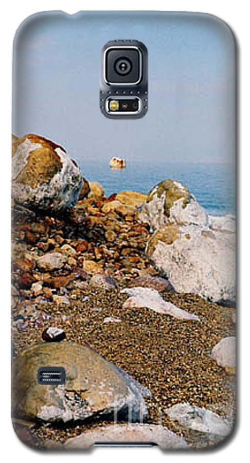 Dead Sea Galaxy S5 Case featuring the photograph Lot's Wife by Kathy McClure