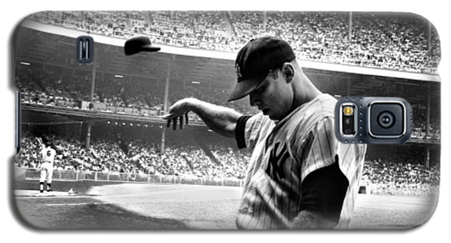 Mickey Galaxy S5 Case featuring the photograph Mickey Mantle by Gianfranco Weiss
