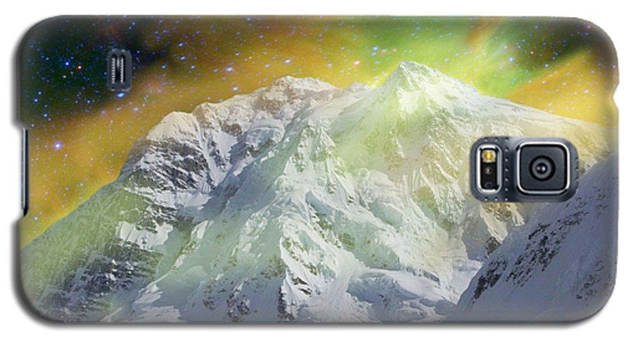 Alaska Galaxy S5 Case featuring the photograph Mt. Hunter Aurora # Da 129 by Dianne Roberson