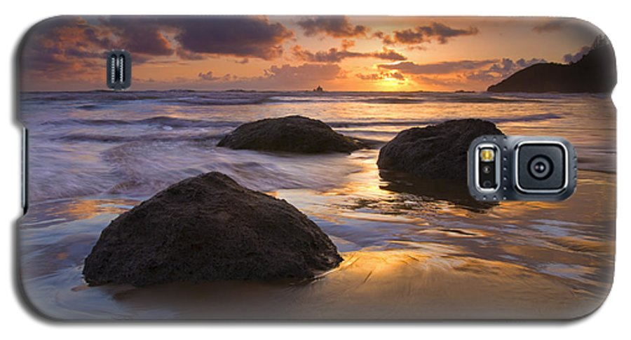 Sunset Galaxy S5 Case featuring the photograph Pieces Of Eight by Mike Dawson