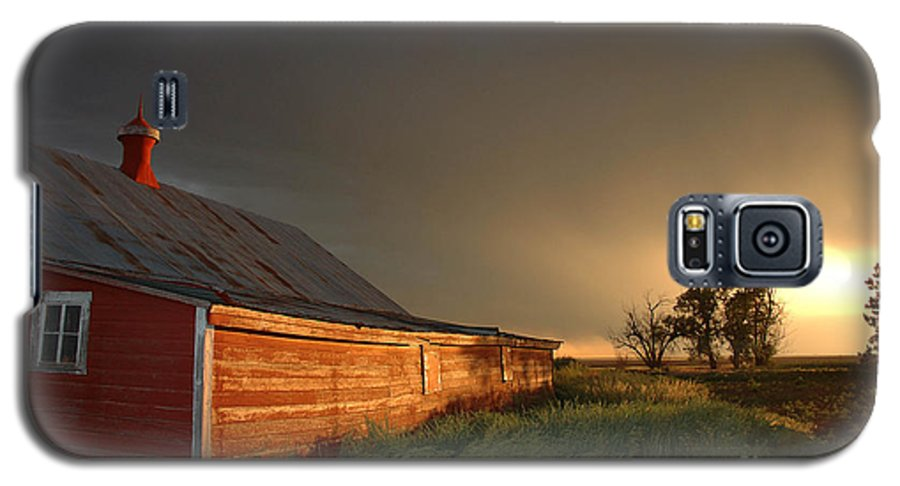 Barn Galaxy S5 Case featuring the photograph Red Barn At Sundown by Jerry McElroy