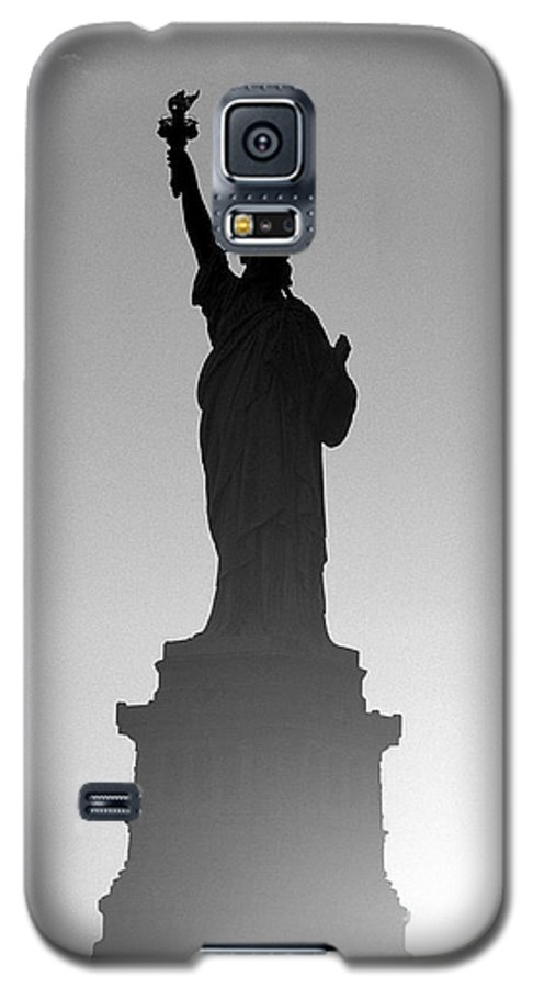 Statue Of Liberty Galaxy S5 Case featuring the photograph Statue Of Liberty by Tony Cordoza