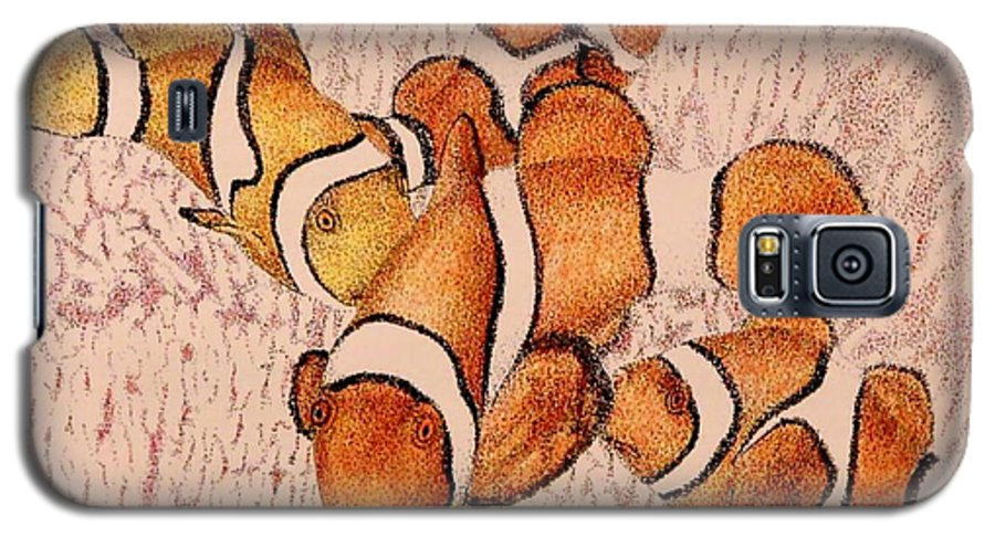 Fish Aquarium Seascape Coral Clownfish Ocean Galaxy S5 Case featuring the drawing The Clowns by Tony Ruggiero