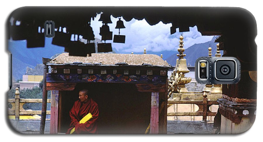 Tibet Galaxy S5 Case featuring the photograph Tibetan Monk With Scroll On Jokhang Roof by Anna Lisa Yoder