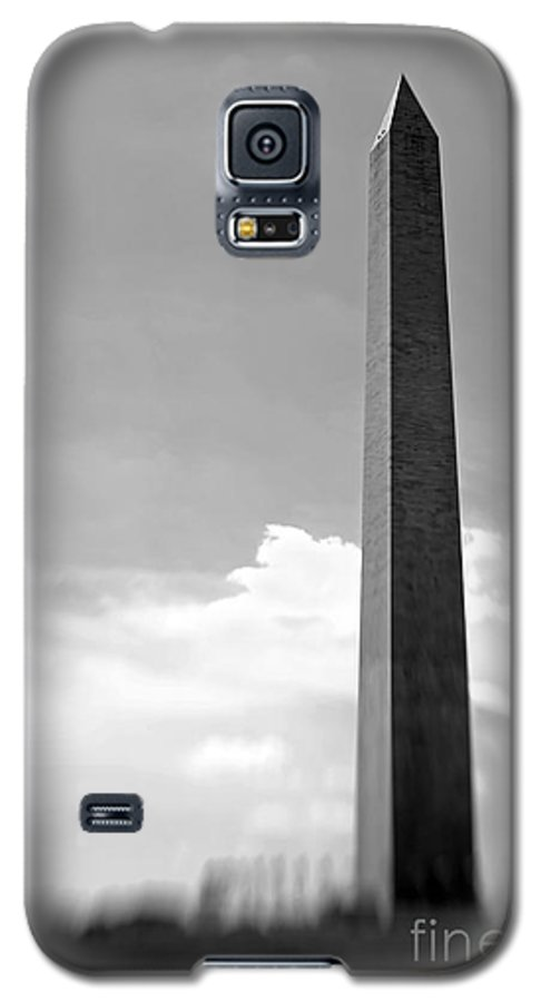 Washington Galaxy S5 Case featuring the photograph Washington Monument by Tony Cordoza