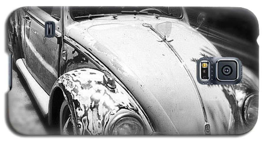 Volkswagon Galaxy S5 Case featuring the photograph 1961 Volkswagon Beetle by Gwyn Newcombe