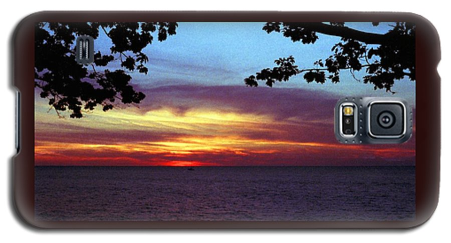 Sunset Galaxy S5 Case featuring the photograph 070506-68 by Mike Davis