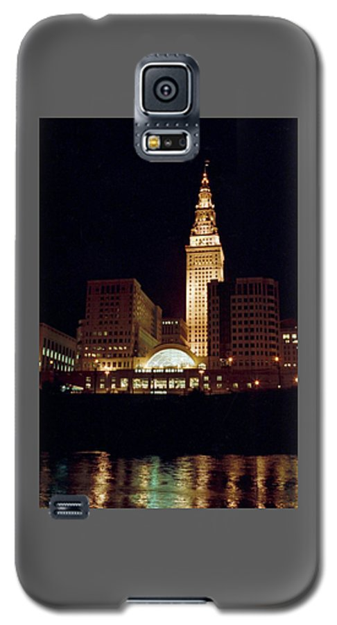 Cleveland Galaxy S5 Case featuring the photograph 070506-73 by Mike Davis
