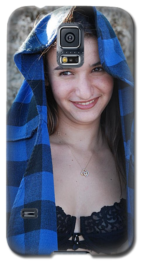 Woman Galaxy S5 Case featuring the photograph Gisele by Rob Hans