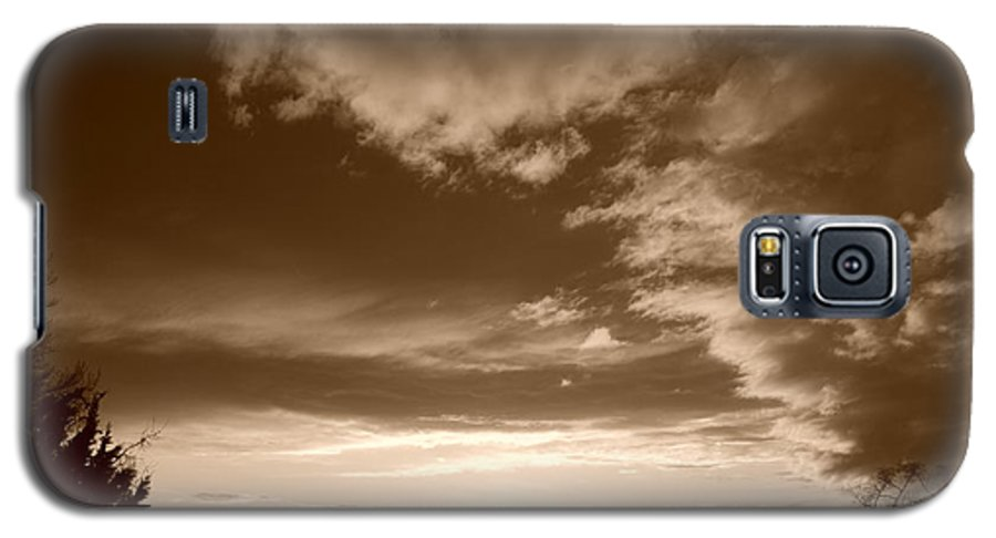 Sunset Galaxy S5 Case featuring the photograph Sunset And Clouds by Rob Hans
