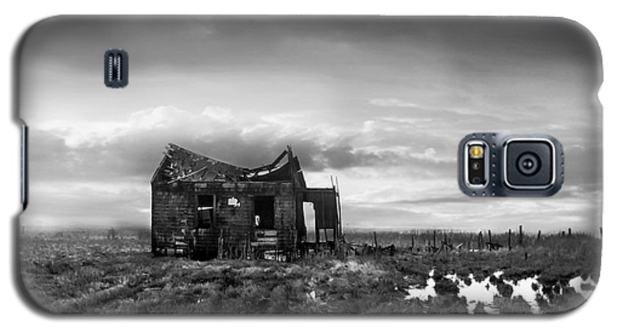 Architecture Galaxy S5 Case featuring the photograph The Shack by Dana DiPasquale