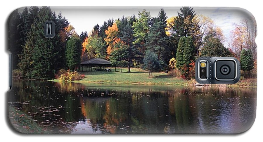 Autumn Colors Galaxy S5 Case featuring the photograph 102201-23 by Mike Davis
