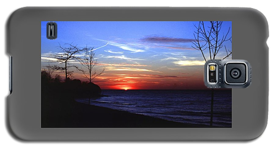 Sunset Galaxy S5 Case featuring the photograph 112601-54 by Mike Davis