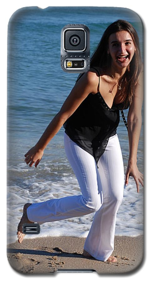 Sea Scape Galaxy S5 Case featuring the photograph Gisele by Rob Hans