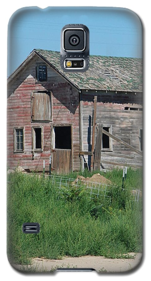 Farm Galaxy S5 Case featuring the photograph A Drive In The Country by Margaret Fortunato