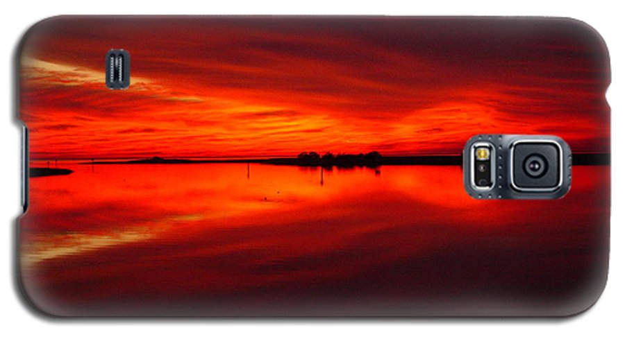 Sunset Galaxy S5 Case featuring the photograph A Sunset Kiss -debbie-may by Debbie May