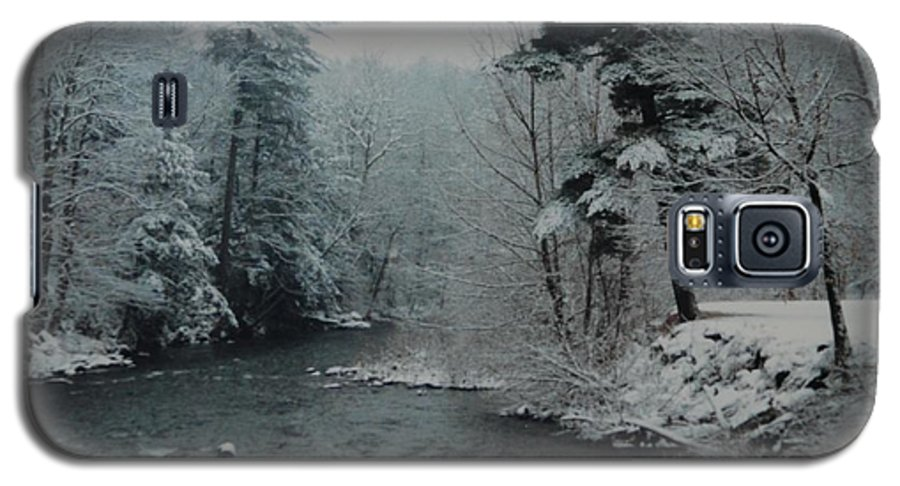 B&w Galaxy S5 Case featuring the photograph A Winter Waterland by Rob Hans