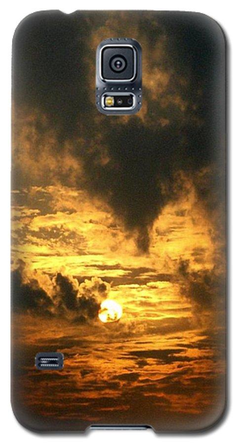 Daybreak Galaxy S5 Case featuring the photograph Alter Daybreak by Rhonda Barrett