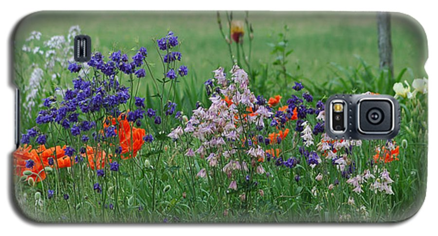 Dew Galaxy S5 Case featuring the photograph Tiny Miracles by Linda Murphy