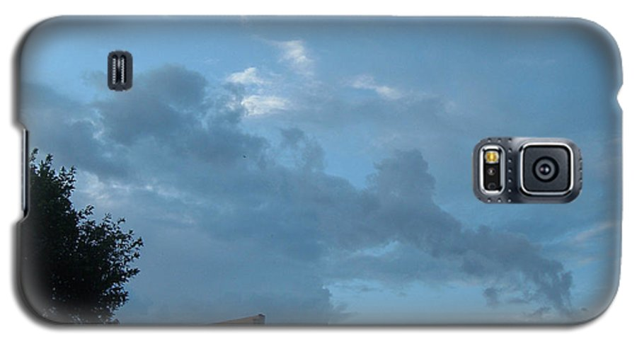 Sky Galaxy S5 Case featuring the photograph Atmospheric Barcode 19 7 2008 18 Or Titan by Donald Burroughs