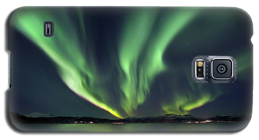 Aurora Borealis Galaxy S5 Case featuring the photograph Aurora Borealis Over Tjeldsundet by Arild Heitmann