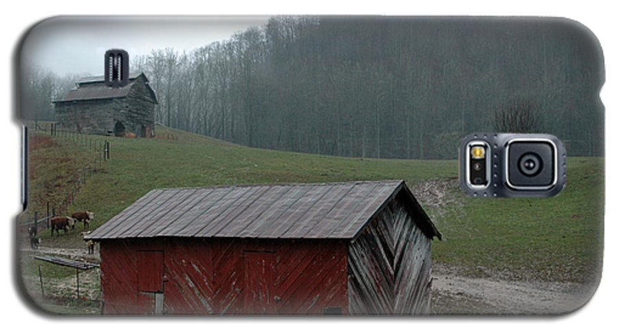 Barn Galaxy S5 Case featuring the photograph Barn At Stecoah by Kathy Schumann