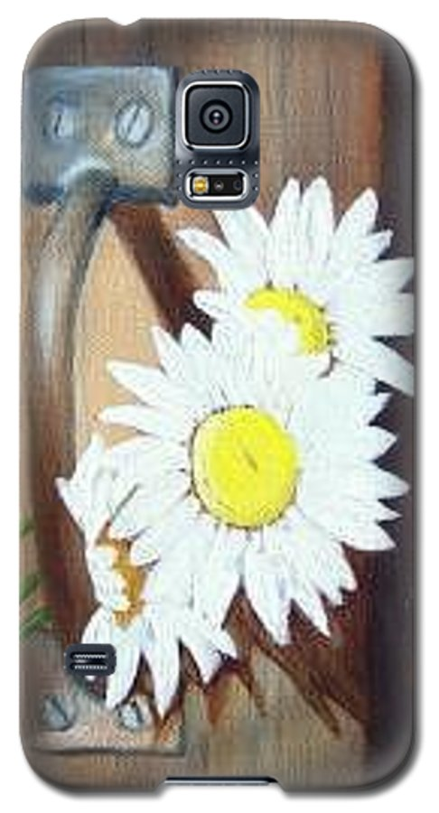 Rustic Barn Door With Metal Latch And Three White Daisies Galaxy S5 Case featuring the painting Barn Door Daisies Sold by Susan Dehlinger