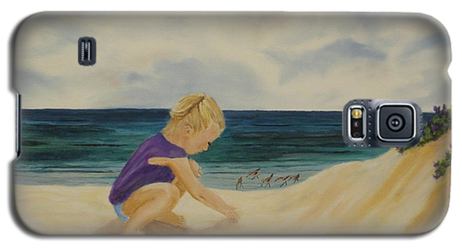 Child Galaxy S5 Case featuring the painting Beachcomber by Susan Kubes