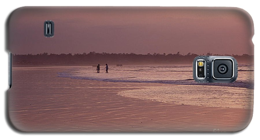 Ecuador Galaxy S5 Case featuring the photograph Beachcombers by Kathy McClure