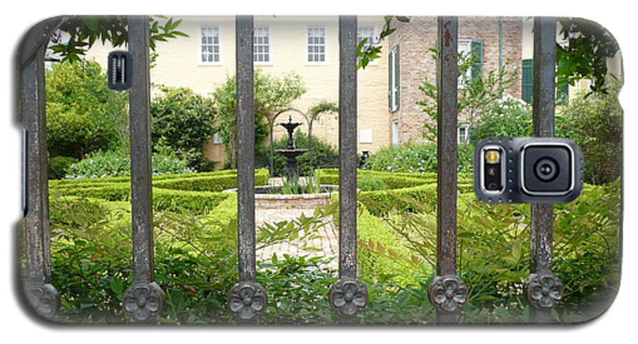 New Orleans Galaxy S5 Case featuring the photograph Beauregard-keyes House by Kathy Schumann