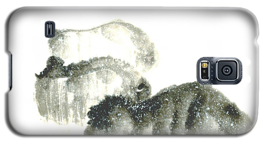 A Herd Of Bison Grazing In Snow. This Is A Contemporary Chinese Ink And Color On Rice Paper Painting With Simple Zen Style Brush Strokes.  Galaxy S5 Case featuring the painting Bison In Snow II by Mui-Joo Wee