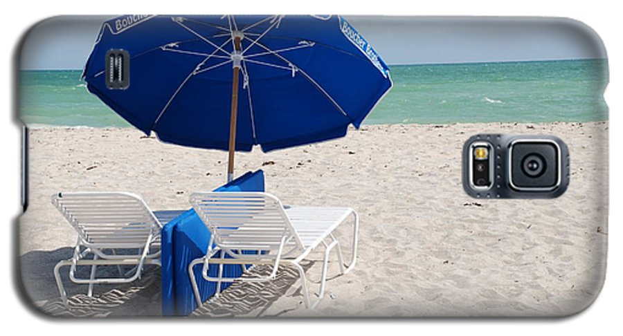 Sea Scape Galaxy S5 Case featuring the photograph Blue Paradise Umbrella by Rob Hans
