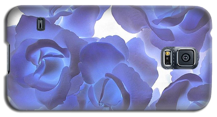 Blue Galaxy S5 Case featuring the photograph Blue Roses by Tom Reynen