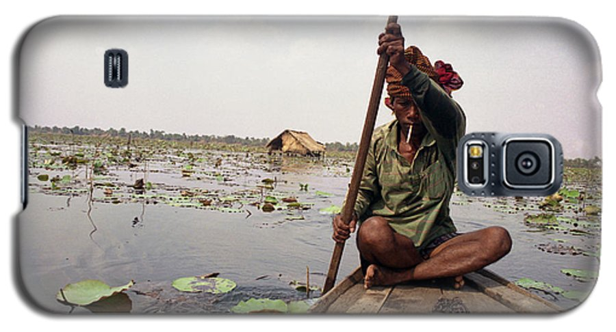 Cambodia Galaxy S5 Case featuring the photograph Boatman - Battambang by Patrick Klauss
