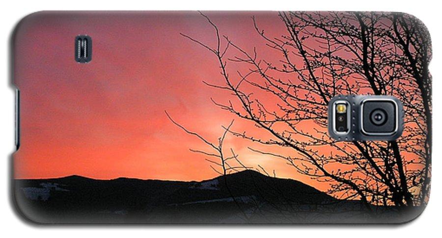 Sunrise Galaxy S5 Case featuring the photograph Burlington Sunrise by Louise Magno