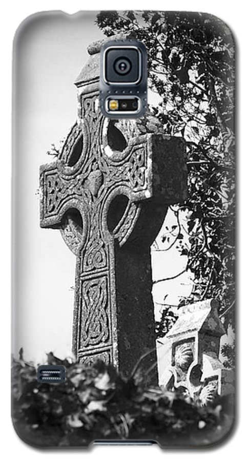 Celtic Galaxy S5 Case featuring the photograph Celtic Cross At Fuerty Cemetery Roscommon Ireland by Teresa Mucha